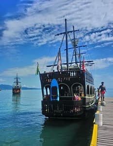Корабль у берегов Флорианополиса